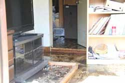 床上浸水した家の中の様子