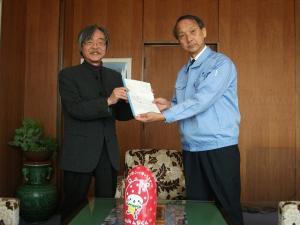 市長と中谷氏の写真